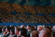 Некоторые из более чем 12 тысяч человек, собравшихся на лекцию Его Святейшества Далай-ламы. Перт, Австралия. 14 июня 2015 г. Фото: Джереми Рассел (офис ЕСДЛ)