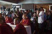 Во время выступления Его Святейшества Далай-ламы на 12-й конференции представителей четырех школ тибетского буддизма и традиции бон. Дхарамсала, Индия. 20 июня 2015 г. Фото: Тензин Чойджор (офис ЕСДЛ)