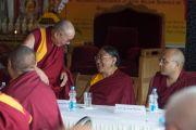 Его Святейшество Далай-лама, Его Святейшество Сакья Тризин и Его Святейшество Кармапа на 12-й конференции представителей четырех школ тибетского буддизма и традиции бон. Дхарамсала, Индия. 20 июня 2015 г. Фото: Тензин Чойджор (офис ЕСДЛ)