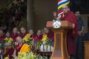 Его Святейшество Далай-лама выступает с речью на празднике в честь его 80-летия. Дхарамсала, Индия. 21 июня 2015 г. Фото: Тензин Чойджор (офис ЕСДЛ)