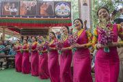Артисты Тибетского института исполнительских искусств (TIPA) выступают на праздновании 80-летия Его Святейшества Далай-ламы. Дхарамсала, Индия. 21 июня 2015 г. Фото: Тензин Чойджор (офис ЕСДЛ)