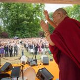 Далай-ламу тепло встретили в Висбадене