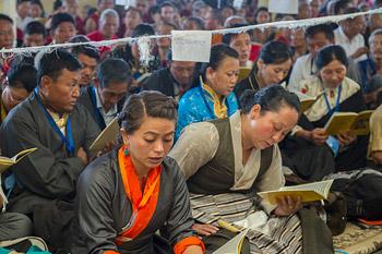 Одиннадцать организаций поднесли Далай-ламе молебен о долголетии в Дхарамсале