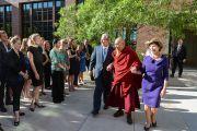 Сотрудники президентского центра им. Дж. Буша поют Его Святейшеству Далай-ламе поздравление с днем рождения. Даллас, штат Техас, США. 1 июля 2015 г. Фото: Центр Буша