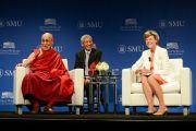Его Святейшество Далай-лама отвечает на вопросы после лекции в Южном методистском университете. Даллас, штат Техас, США. 1 июля 2015 г. Фото: Центр Буша
