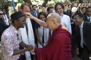"""Его Святейшество Далай-лама и певец Алоэ Блэк на ранчо """"Лас-Ломас"""" в Сильверадо. Штат Калифорния, США. 4 июля 2015 г. Фото: Тензин Чойджор (офис ЕСДЛ)"""