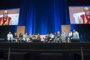 """Его Святейшество Далай-лама и другие участники саммита """"Глобальное сострадание"""". Ирвайн, штат Калифорния, США. 6 июля 2015 г. Фото: Тензин Чойджор (офис ЕСДЛ)"""