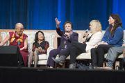 """Иранская правозащитница Ширин Эбади выступает на саммите """"Глобальное сострадание"""". Ирвайн, штат Калифорния, США. 6 июля 2015 г. Фото: Тензин Чойджор (офис ЕСДЛ)"""