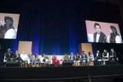 """Вид на сцену центра им. Брена в Университете Калифорнии во время заключительной сессии саммита """"Глобальное сострадание"""". Ирвайн, штат Калифорния, США. 7 июля 2015 г. Фото: Тензин Чойджор (офис ЕСДЛ)"""