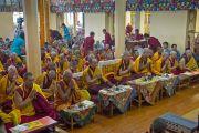 Вид на зал главного тибетского храма в Дхарамсале во время молебна о долголетии Его Святейшества Далай-ламы. Дхарамсала, Индия. 20 июля 2015 г. Фото: Тензин Пунцок (офис ЕСДЛ)