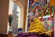 Его Святейшество Далай-лама обращается с речью к собравшимся в главном тибетском храме в Дхарамсале на молебен о его долголетии. Дхарамсала, Индия. 20 июля 2015 г. Фото: Тензин Пунцок (офис ЕСДЛ)