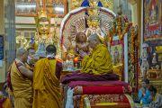 Монахи совершают ритуальные подношения Его Святейшеству Далай-ламе во время молебна о его долголетии. Дхарамсала, Индия. 20 июля 2015 г. Фото: Тензин Пунцок (офис ЕСДЛ)