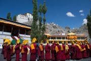 В монастыре Спитук монахи ожидают прибытия Его Святейшества Далай-ламы. Ле, Ладак, штат Джамму и Кашмир, Индия. 27 июля 2015 г. Фото: Тензин Чойджор (офис ЕСДЛ)