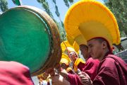 Монахи встречают Его Святейшество Далай-ламу в монастыре Спитук. Ле, Ладак, штат Джамму и Кашмир, Индия. 27 июля 2015 г. Фото: Тензин Чойджор (офис ЕСДЛ)