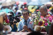 Один из учеников школы Джамьянг задает вопрос Его Святейшеству Далай-ламе. Ле, Ладак, штат Джамму и Кашмир, Индия. 28 июля 2015 г. Фото: Тензин Чойджор (офис ЕСДЛ)