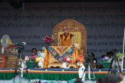 Его Святейшество Далай-лама выступает с лекцией в школе Джамьянг. Ле, Ладак, штат Джамму и Кашмир, Индия. 28 июля 2015 г. Фото: Тензин Чойджор (офис ЕСДЛ)