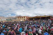 Вид на двор школы Джамьянг во время лекции Его Святейшества Далай-ламы. Ле, Ладак, штат Джамму и Кашмир, Индия. 28 июля 2015 г. Фото: Тензин Чойджор (офис ЕСДЛ)