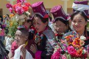 Ладакцы ожидают выхода Его Святейшества Далай-ламы из школы Джамьянг, чтобы поближе взглянуть на тибетского духовного лидера. Ле, Ладак, штат Джамму и Кашмир, Индия. 28 июля 2015 г. Фото: Тензин Чойджор (офис ЕСДЛ)