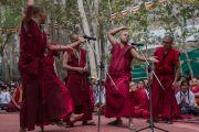 Монахи проводят показательный философский диспут на открытии летней сессии Высшего буддийского совета. Ле, Ладак, штат Джамму и Кашмир, Индия. 29 июля 2015 г. Фото: Тензин Чойджор (офис ЕСДЛ)