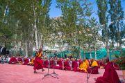 Бакула Ринпоче участвует в философском диспуте в присутствии Его Святейшества Далай-ламы. Ле, Ладак, штат Джамму и Кашмир, Индия. 29 июля 2015 г. Фото: Тензин Чойджор (офис ЕСДЛ)