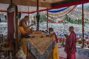 Его Святейшество Далай-лама дарует посвящение долгой жизни. Ле, Ладак, штат Джамму и Кашмир, Индия. 30 июля 2015 г. Фото: Тензин Чойджор (офис ЕСДЛ)