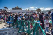 Некоторые из более 50 тысяч человек, проходят на площадку для проведения учений. Ле, Ладак, штат Джамму и Кашмир, Индия. 30 июля 2015 г. Фото: Тензин Чойджор (офис ЕСДЛ)