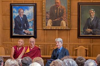 Визит Далай-ламы в Великобританию начался с посещения Оксфорда