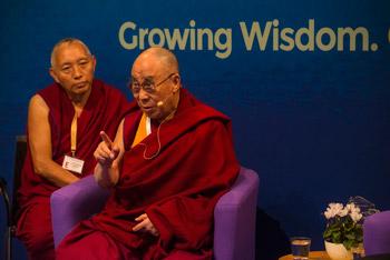 Далай-лама принял участие в диалоге «Взращивать мудрость, изменять людей»