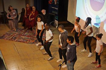 Далай-лама дал интервью корреспонденту «Таймс» в Кембридже и встретился со школьниками в Лондоне