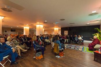 Далай-лама встретился с тибетцами, сторонниками дела Тибета и прочел публичную лекцию на «Арене О2» в Лондоне
