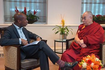 В Лондоне Далай-лама прочел публичную лекцию о нравственности и ненасилии