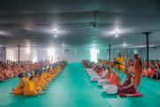 Его Святейшество Далай-лама на обеде в Каршни-ашраме. Тримбакешвар, штат Махараштра, Индия. 31 августа 2015 г. Фото: Тензин Чойджор (Офис ЕСДЛ)