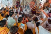 Его Святейшество Далай-лама участвует в ритуале подношения огня в Каршни-ашраме. Тримбакешвар, штат Махараштра, Индия. 31 августа 2015 г. Фото: Тензин Чойджор (Офис ЕСДЛ)