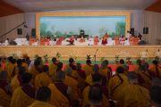 Его Святейшество Далай-лама во время встречи с практикующими садханы, философами и учеными в Каршни-ашраме. Тримбакешвар, штат Махараштра, Индия. 31 августа 2015 г. Фото: Тензин Чойджор (Офис ЕСДЛ)