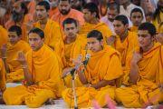 Ученики Свами Гуру Шарананд-джи исполняют ведические ритуалы на празднике Кумбха-мела. Тримбакешвар, штат Махараштра, Индия. 31 августа 2015 г. Фото: Тензин Чойджор (Офис ЕСДЛ)