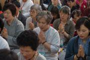 Участники учений Его Святейшества Далай-ламы для буддистов из Юго-Восточной Азии читают молитвы в начале второго дня учений. Дхарамсала, Индия. 8 сентября 2015 г. Фото: Тензин Чойджор (офис ЕСДЛ)
