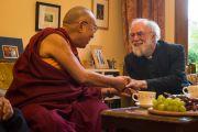 Его Святейшество Далай-лама и лорд Роуэн Уильямс, бывший архиепископ Кентерберийский, у него дома в колледже Магдалины в кмбриджском университете. Кембридж, Великобритания. 15 сентября 2015 г. Фото: Иан Камминг