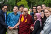 Его Святейшество Далай-лама со студентами колледжа Магдалины в кмбриджском университете. Кембридж, Великобритания. 15 сентября 2015 г. Фото: Иан Камминг