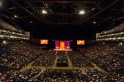 Вид на сцену на стадионе О2 во время лекции Его Святейшества Далай-ламы. Лондон, Великобритания. 19 сентября 2015 г. Фото: Иан Камминг