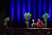 Его Святейшество Далай-лама на встрече с тибетцами на стадионе О2. Лондон, Великобритания. 19 сентября 2015 г. Фото: Иан Камминг