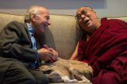Его Святейшество Далай-лама со своим старым другом китаеведом Джонатаном Мирским. Лондон, Великобритания. 21 сентября 2015 г. Фото: Иан Камминг