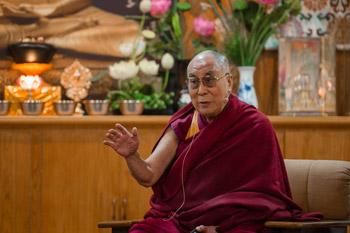 Второй день симпозиума «Изобилие без привязанности» в Дхарамсале