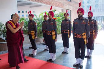 Его Святейшество Далай-лама стал почетным гостем на пятой церемонии вручения дипломов в Профессиональном университете Лавли