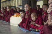 Монахи ожидают прибытия Его Святейшества Далай-ламы в храм Тхекчен Чолинг. Дхарамсала, Индия. 3 ноября 2015 г. Фото: Тензин Чойджор (офис ЕСДЛ)