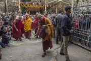 Его Святейшество Далай-лама возвращается в свою резиденцию по завершении праздника в храме Тхекчен Чолинг. Дхарамсала, Индия. 3 ноября 2015 г. Фото: Тензин Чойджор (офис ЕСДЛ)