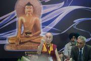 """Его Святейшество Далай-лама выступает на открытии конференции """"Квантовая физика и философские воззрения мадхьямаки"""". Дели, Индия. 12 ноября 2015 г. Фото: Тензин Чойджор (офис ЕСДЛ)"""