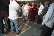 Его Святейшество Далай-лама дает короткое интервью перед началом второго дня конференции «Квантовая физика и философские воззрения мадхьямаки» в Университете им. Джавахарлала Неру. Дели, Индия. 13 ноября 2015 г. Фото: Тензин Чойджор (офис ЕСДЛ)