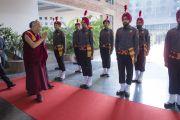 Почетный караул сикхов встречает Его Святейшество Далай-ламу в Профессиональном университете Лавли. Пхагвара, штат Пенджаб, Индия. 14 ноября 2015 г. Фото: Тензин Чойджор (офис ЕСДЛ)