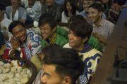На встрече Его Святейшества Далай-ламы с тибетскими и бутанскими студентами, обучающимися в Профессиональном университете Лавли. Пхагвара, штат Пенджаб, Индия. 14 ноября 2015 г. Фото: Тензин Чойджор (офис ЕСДЛ)