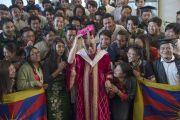 Его Святейшество Далай-лама и тибетские студенты, обучающиеся в Профессиональном университете Лавли. Пхагвара, штат Пенджаб, Индия. 14 ноября 2015 г. Фото: Тензин Чойджор (офис ЕСДЛ)